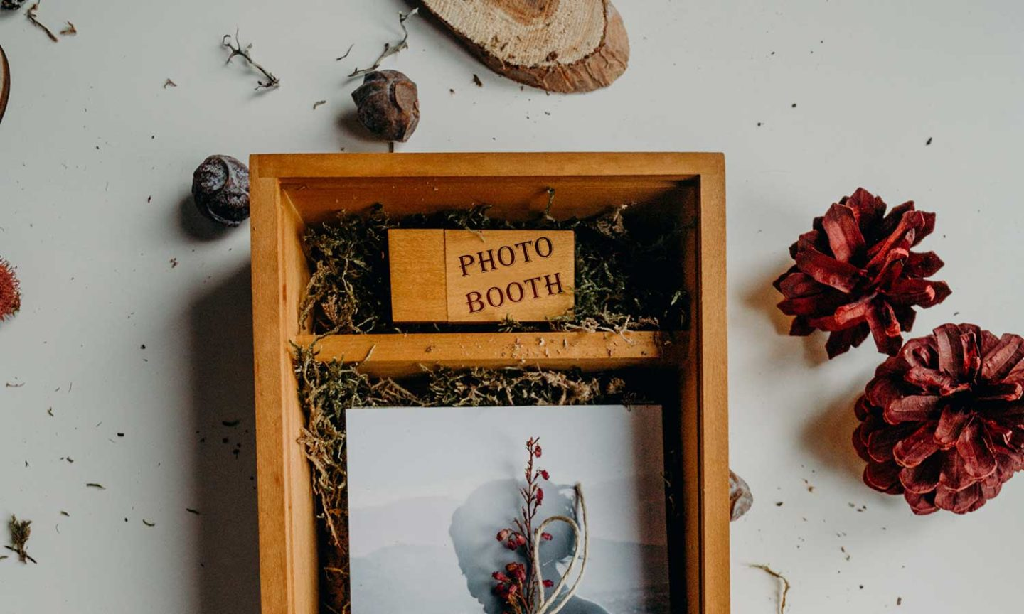Renphotos Wooden Photobooth Concept Image